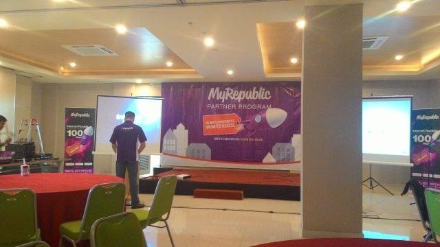 seminar-myrepublic-partner-program-hotel-maxone-malang-640x360-1
